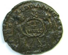 Decentius. AE2. VICTORIAE DD NN AVG ET CAES  AC198