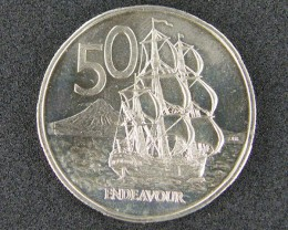 UNCIRCULATED   50 CENTS  ENDEAVOUR 1975               T 477