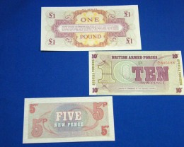 THREE BRITISH ARMED FORCES NOTES     T 880