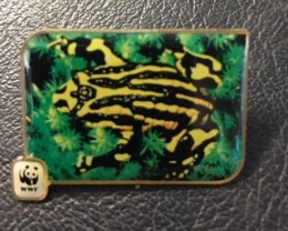 wwf 1986 Badge  FROG  J2691