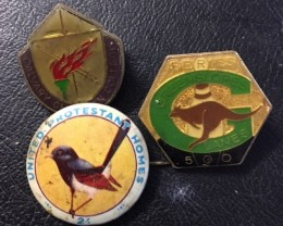 THREE AUSTRALIAN  BADGES  J2693
