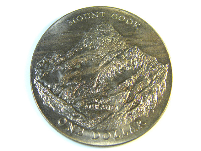 NEW ZEALAND  MOUNT COOK $1.00  COIN  1970   J 158