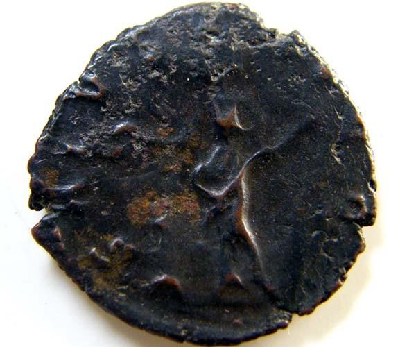 ROMAN PROVINCIAL COIN   TERRICUS ANTONINIANUS     CODE  AC39