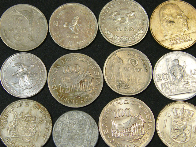 BULK LOT COINS   107 GRAMS        T453
