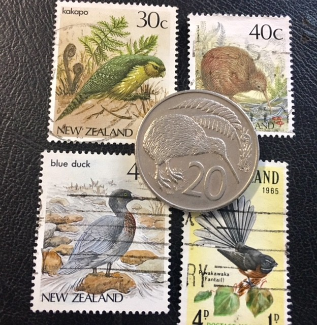 NEW ZEALAND 1982 20 CENTS KIWI        PLUS STAMPS          T 472