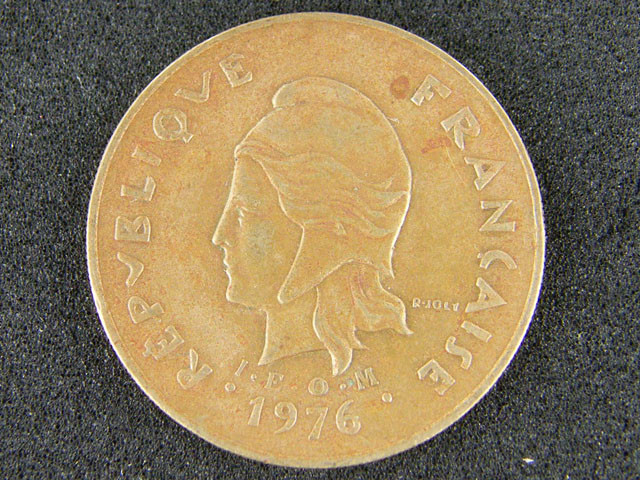 POLYNESIA LOT 1, ONE HUNDRED FRANC 1976 COIN T674