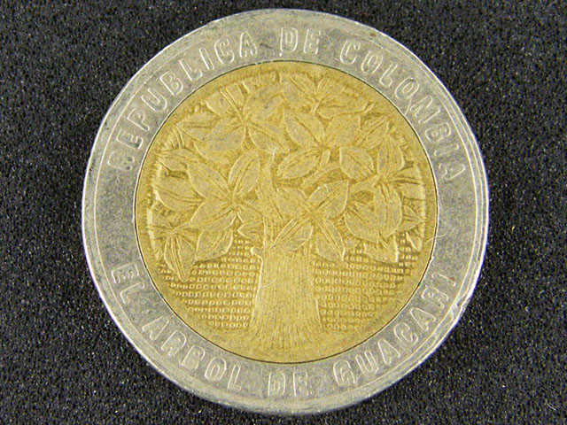 COLUMBIA COIN L1, 1996 FIVE HUNDRED PESOS BI-METAL T1056