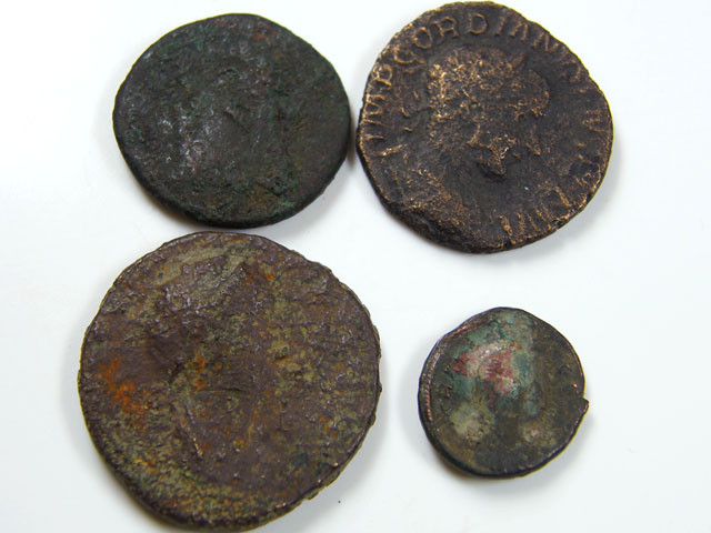 PARCEL 4 MIXED ANCIENT ROMAN COINS  AC 622