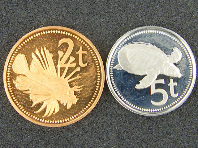 UNC  PAPUA NEW GUINEA   1977 5T AND 2 T      OP950