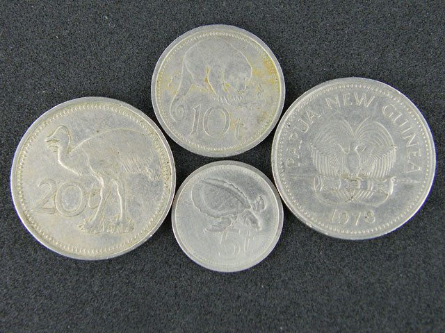 FOUR PAPUA NEW GUINEA  COINS 1970-80S     OP 1015