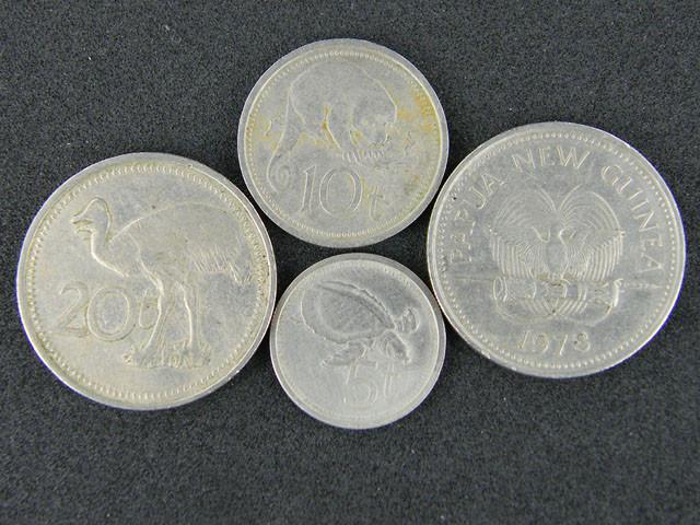 FOUR PAPUA NEW GUINEA  COINS 1970-80S     OP 1015