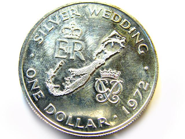 UNC BERMUDA SILVER DOLLAR  1972    OP 984