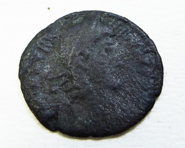 ANCIENT ROMAN  BRONZE  COIN  DISPLAY AC 813
