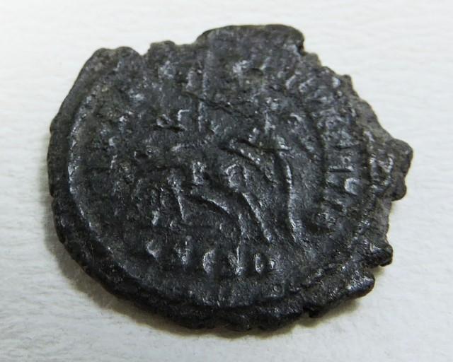 ANCIENT ROMAN  BRONZE  COIN  DISPLAY AC 814