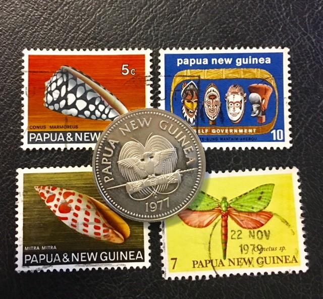 PAPUA NEW GUINEA COIN L1, UNC 1977 20T COIN PLUS STAMPS T1066