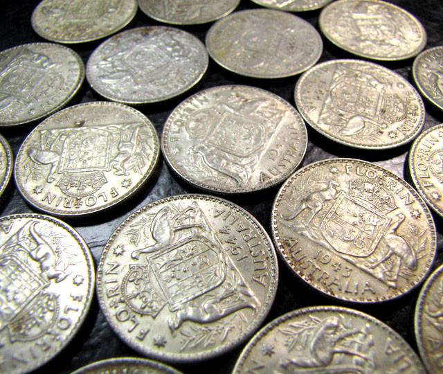 PARCEL 26 FLORINS .925 SILVER COIN  J 19