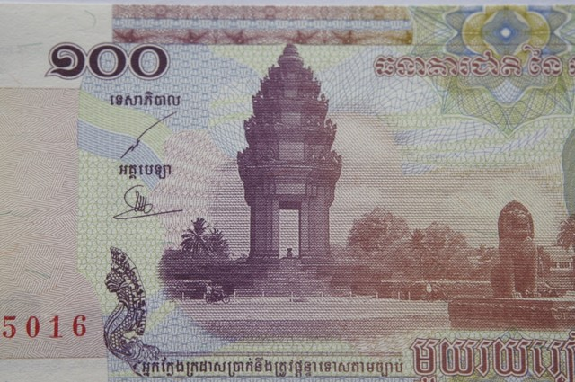 Cambodia 100 Riels 2001 UNC