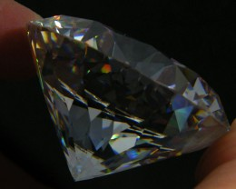 LARGE SPARKLING ZIRCONIA  567.35 CARATS  0357-1