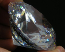 LARGE SPARKLING ZIRCONIA  605.05 CARATS  0357-2
