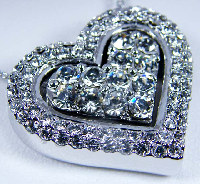 HEART SHAPE 18K WHITE GOLD PLATED CRYSTAL PENDANT GTJA652 ML