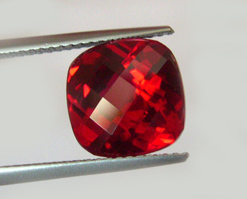 VERY NICE VERNEUIL RUBY PIGEON BLOOD RED 12x12MM CHECKBOARD