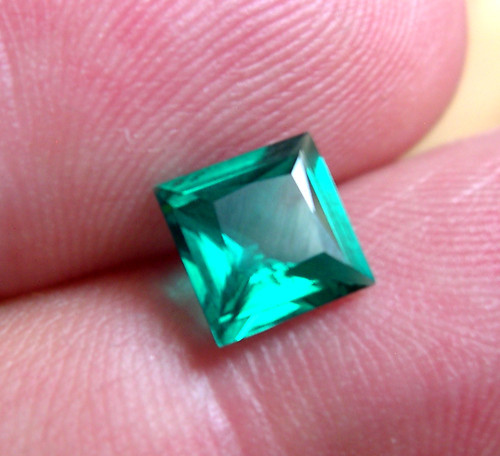 VERY NICE HYDROTHERMAL EMERALD ZAMBIAN COLOR 1,30 CT