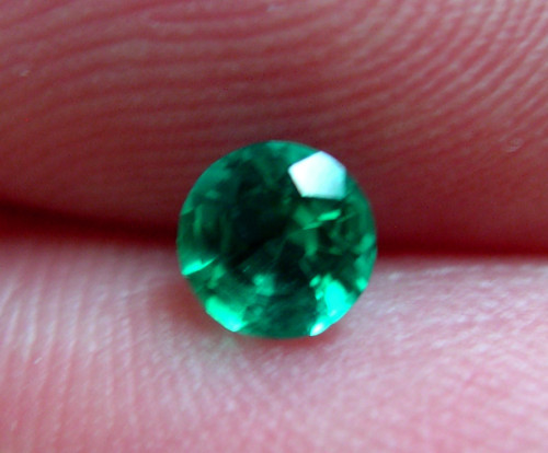 VERY NICE HYDROTHERMAL EMERALD, 5MM COLOMBIAN GREEN COLOR