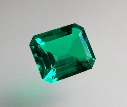 VERY NICE HYDROTHERMAL EMERALD 4,63 CTS