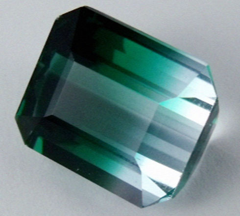 DAZZLING BI COLOR GEMSTONE (SYNTHETIC) 10.25 CARATS  PG 84