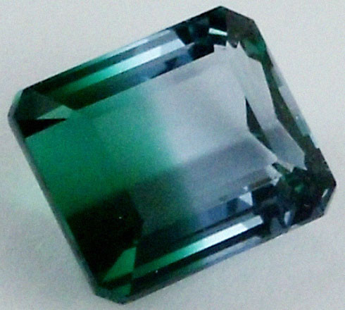 DAZZLING BI COLOR GEMSTONE (SYNTHETIC) 11.15 CARATS  PG 89