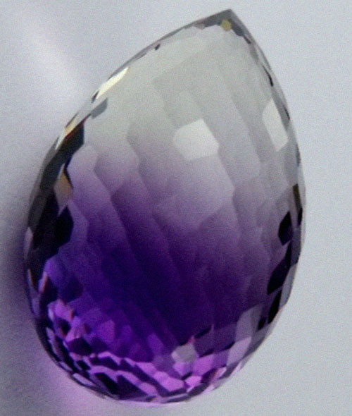 DAZZLING BI COLOR GEMSTONE (SYNTHETIC) 26.30 CARATS  PG 95