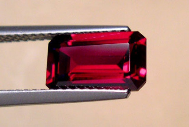 BLOOD RED VERNEUIL RUBY 6x10 MM...FLAWLESS