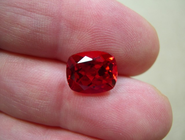 TOP QUALITY VERNEUIL GOLDEN RUBY 10x12 MM...6,50 CS