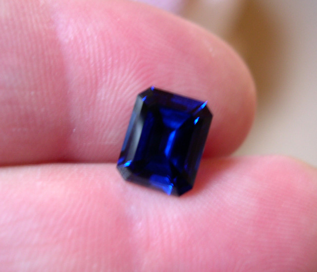 VERY NICE HIGH QUALITY VERNEUIL ROYAL BLUE SAPPHIRE 10x12 MM