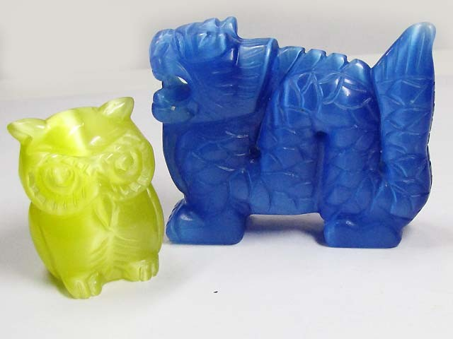 TWO  DAZZLING CARVINGS (SYNTHETIC)  486 CARATS   PG111