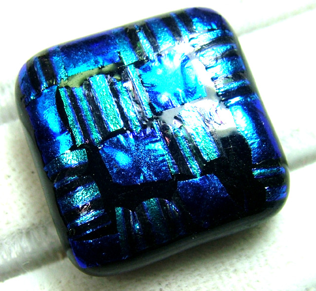 DICHROIC GLASS NEON COLOURS  17 CTS MA-7