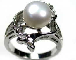 FRESH WATER PEARL & DIAMANTIE RING SIZE 6. SIZE RL69