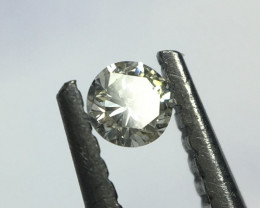 0.03 N VS2 round brilliant diamond