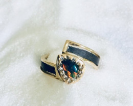Ring yellow gold 18 kt with black opal and brilliants