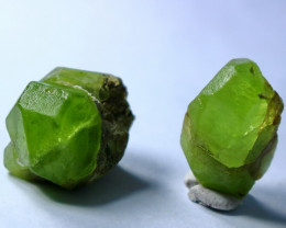 69.45 CT Natural & Unheated Green Peridot Crystal Rough