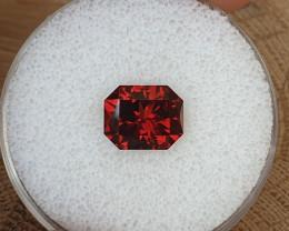 3,72ct Orangeish red Pyrope Garnet - Designer cut!
