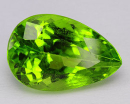 3.73 CTS FINE QUALITY PARROT GREEN NATURAL PERIDOT GEMSTONE FROM PAKSITAN