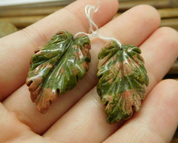Green gemstone leaves handcarved gemstone beads (G1782)