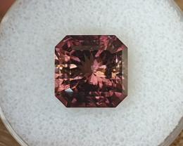9,35ct Colour change Tourmaline - Master cut & rare!