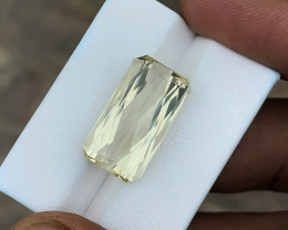 17.60 Ct Natural Yellowish Transparent Kunzite Gemstone