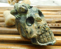 Ocean kambaba skull carving with lizard (S030)