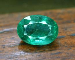 5.60 Carat Top Class Green Color Zambain Oval Cut Emerald Gemstone
