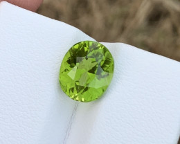 3.60 carats Amazing color Peridot Gemstone from pakistan