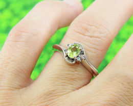 N/R Natural Peridot 925 Sterling Silver Ring Size 6 (SSR0610)