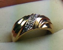 Beautiful  Diamonds 14 K Gold Ring Size 8.0